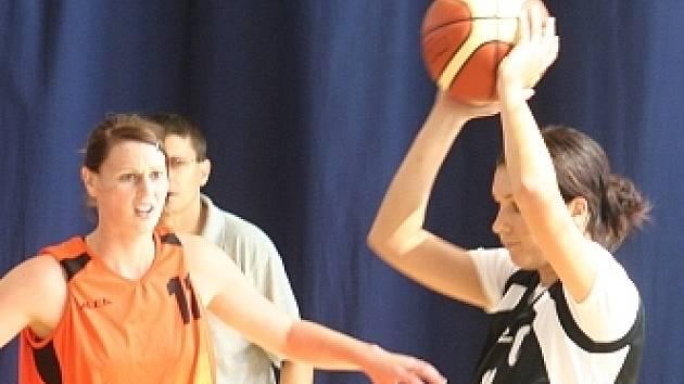 V tomto finálovém utkání vyškovského memoriálu nastoupily hráčky Blanska a Ratíškovic.