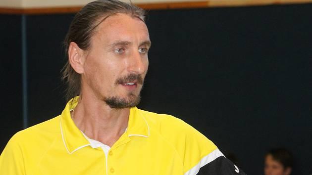 Několikanásobný český mistr ve stolním tenisu Dmitrij Prokopcov si zahrál i na vyškovských stolech.