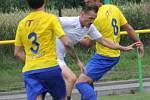 V přípravném utkání na hřišti v Křižanovicích u Bučovic porazili fotbalisté Vyškova (bílé dresy) Velkou Bíteš 8:1.