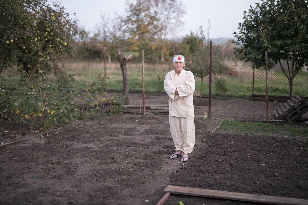 Zajímavý život Miroslava Bendy z Křenovic u Slavkova mohou poznat lidé v kinech. Přibližuje ho nový dokument Dobrý život sokola Bendy.