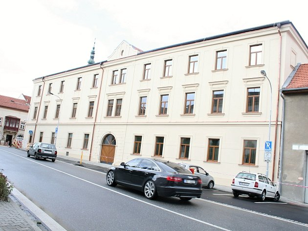 Greplův dům na rohu Husovy ulice a náměstí Československé armády.