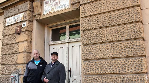 Pamětní domy v bučovické Slavkovské ulici nadále chátrají. Jejich oprava by stála 54 milionů, to ale město nemá.