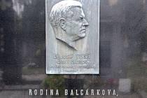 Hrobka rodiny Tvrdých, Balcárkovy a Hamrlovy na hřbitově u kostela svatého Martina v Lulči.