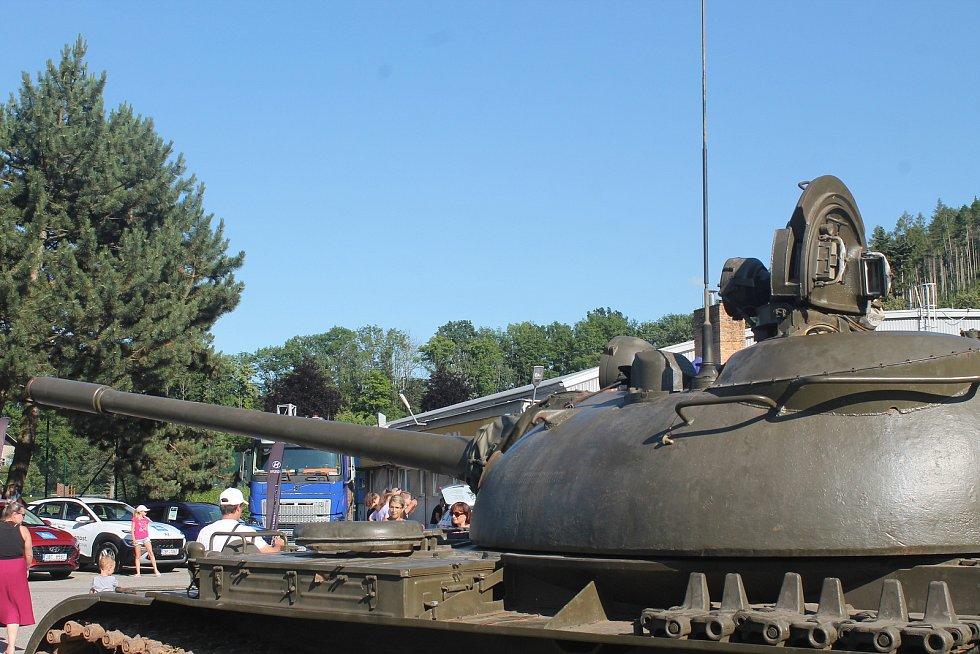 Akci zahájil výstřel tanku T55.