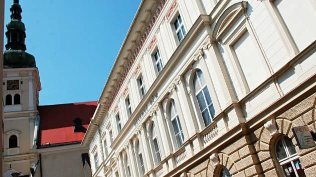 Vyškovský Besední dům čeká několik stavebních úprav. Herce divadelních souborů těší hlavně odstranění parket z jeviště.