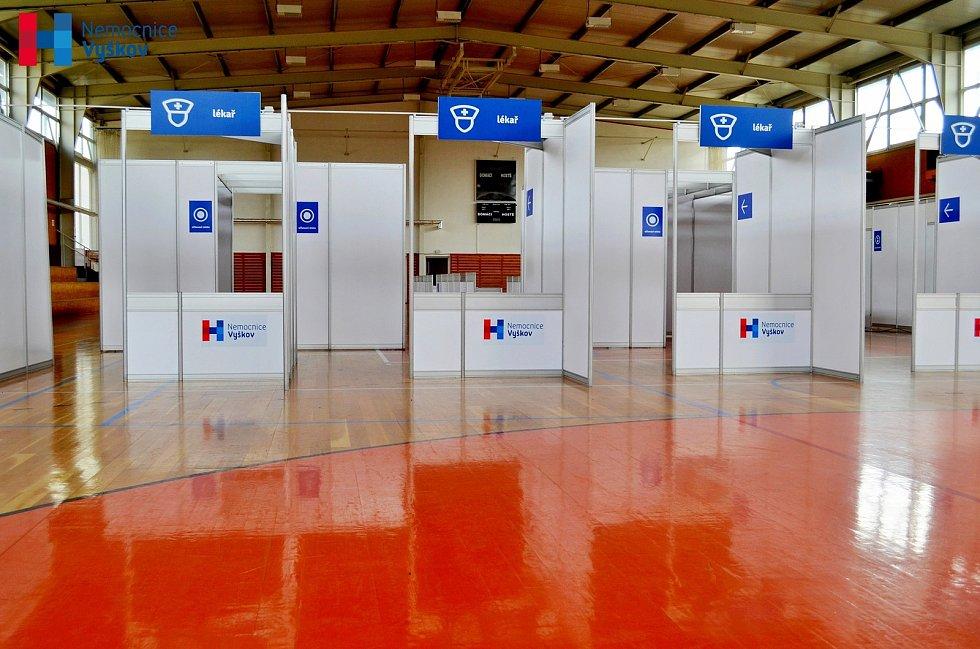 Očkovací centrum je připravené ve sportovní hale.