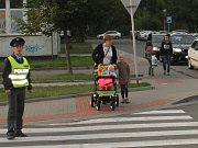 Jak bezpečně přes zebru? Policisté zkoušeli děti na Letním poli
