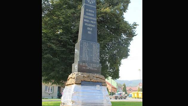 U příležitosti stého výročí loni zrekonstruovali pomník v Letonicích.