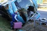 Při havárii polského autobusu nedaleko Drysic se zranilo 13 lidí.