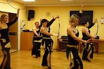 Vystoupily také břišní tanečnice zJežkovic, které ozvláštnily svůj program i tancem smeči.