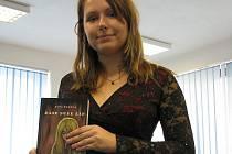 Mladá studentka Jana Žujová napsala svoji první knihu v osmnácti letech.