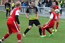 Remízou 3:3 skončilo utkání fotbalové I. B třídy FC Medlánky (červené dresy) - TJ Sokol Kobeřice.