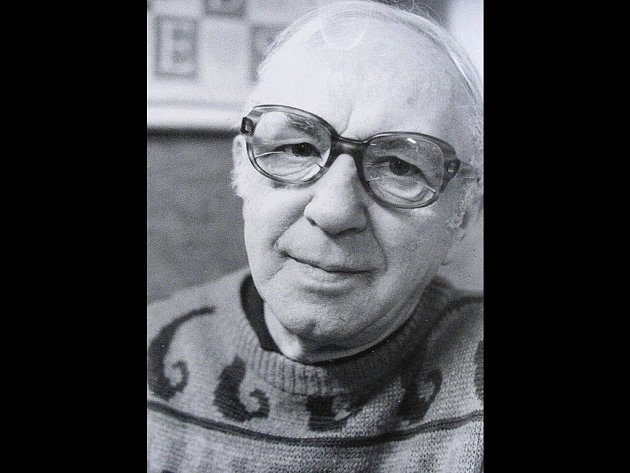 Vyškovský rodák Jan Vrtílek strávil velkou část svého života na Slovensku. Pro vazbu knihy Světelný mrak autorky Niny Svobodové použil Vrtílek kůži, kterou ozdobil mozaikou a zlacením.