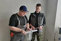 Odborný výcik byl možný absolvovat například pod dohledem majitele instalatérské firmy.