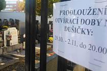 Kvůli svátku zemřelých policisté z Vyškovska opět posílí hlídky na hřbitovech. U vyškovského, který bude otevřený déle než obvykle, můžou řidiči výjimečně navzdory rekonstrukci ulic zaparkovat.