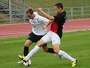 V utkání Moravskoslezské fotbalové ligy prohrál MFK Vyškov (v bílém) na domácím trávníku s 1. SK Prostějov 1:3.