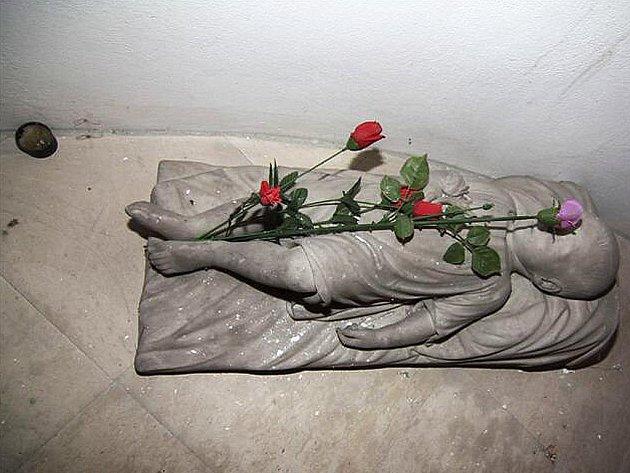 Hrobka členů rodiny Kouniců  v kostele ve Špitálské ulici ve Slavkově.