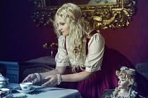 K nošení šatů ve stylu lolita se dostala Kristýna Pernicová z Krasové na Blanensku přes cosplay (to znamená, že se někdo obléká jako jeho oblíbený hrdina) a anime.
