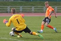 Vyškovští fotbalisté (v bílém) podlehli rezervě olomoucké Sigmy jasně 0:3.