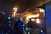 Ve Stvolové hořela stodola. Uhynuli dva vepři.