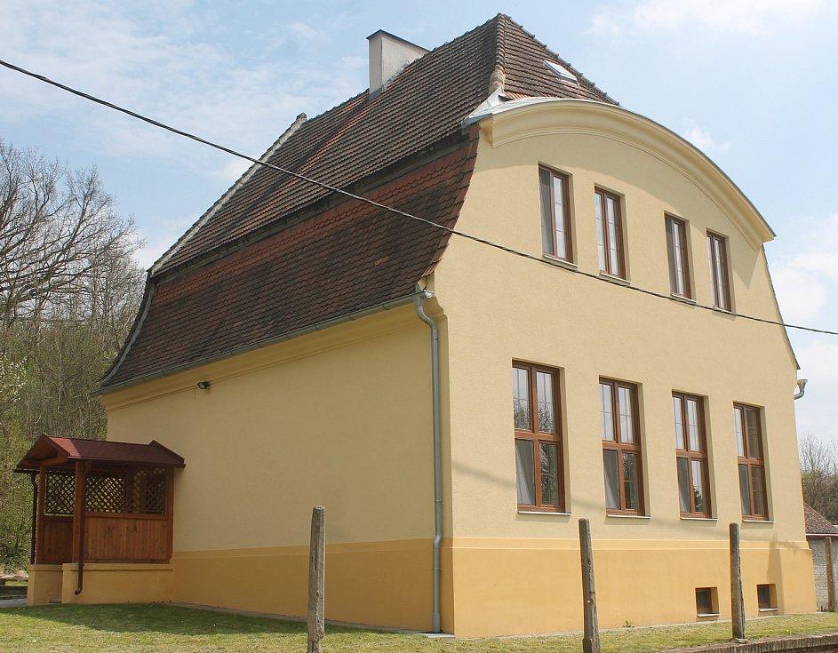Základní škola Hlubočany.