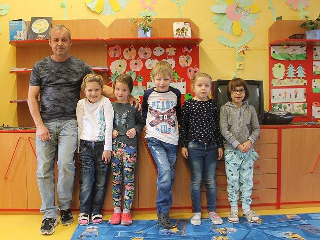 První třída ze základní školy Hoštice - Heroltice spanem učitelem Zdeňkem Pytelou.
