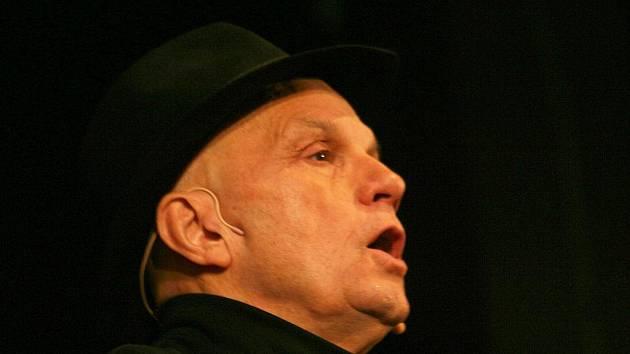 Jan Přeučil bavil vyškovské děti. Samozřejmě s kloboukem.