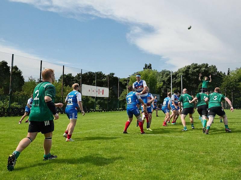 V přípravném utkání na start I. ligy ragby se utkaly Dragon Brno  (zelené dresy) a Jimi Vyškov. Hosté zvítězili 64:26.