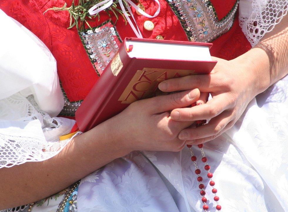 V Dobročkovicích se poprvé od druhé světové války konala tradiční krojovaná svatba
