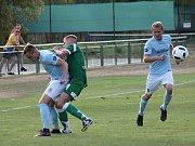 Ve druhém kole krajského přeboru prohráli fotbalisté Tatranu Rousínov (zelené dresy) doma se Sokolem Krumvíř 1:2.