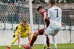 V zajímavém souboji podlehli fotbalisté MFK Vyškov (bílé dresy) rezervě pražské Sparty těsně 2:3.
