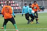 V posledním přípravném utkání na jarní start krajského přeboru prohráli fotbalisté Tatranu Rousínov (v oranžových dresech) se Spartakem Velká Bíteš 2:4.
