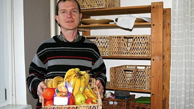 Před sedmi lety poznal kouzlo půstu a syrové stravy, což zcela změnilo jeho život. Teď je Stanislav Kunc z Rousínova podle svých slov zdravější a vitálnější než v mládí a o svých poznatcích vydal také knihu.