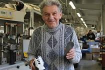 Josef Hanák ze Snovídek chce lidem zkvalitnit a prodloužit život. Díky uhlíkaté stélce do bot.