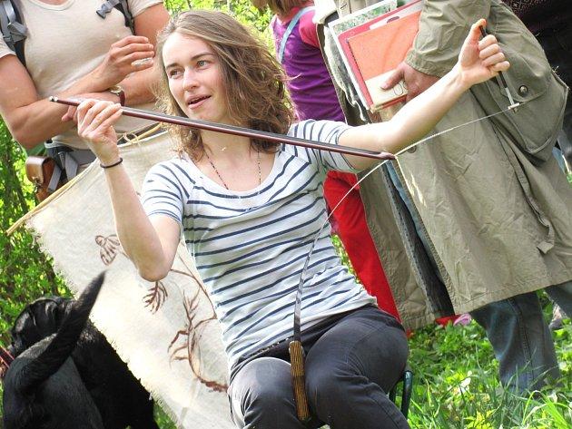 Čtrnáctá pouť k bažině v Drnovicích zase přilákala obrovské množství lidí. V cíli na účastníky čekal zábavný program. Tečkou byla vernisáž dvou výstav v kulturním domě.