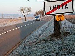 Silničáři chystají opatření, které zpomalí šoféry jedoucí od vyškovské místní části Rychtářov do Lhoty. Obyvatelé se vjezdové brány dočkají možná už příští rok.