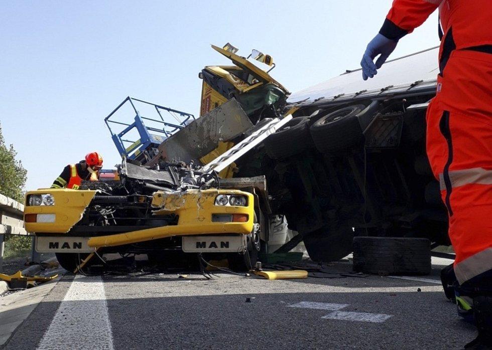Hasiči zasahovali 21. září 2020 u hromadné nehody na dálnici D1 na 210. kilometru u Holubic na Vyškovsku.