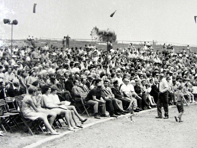 Tisíce lidí chodily každoročně v září do Marchanic na oslavu konce žní.