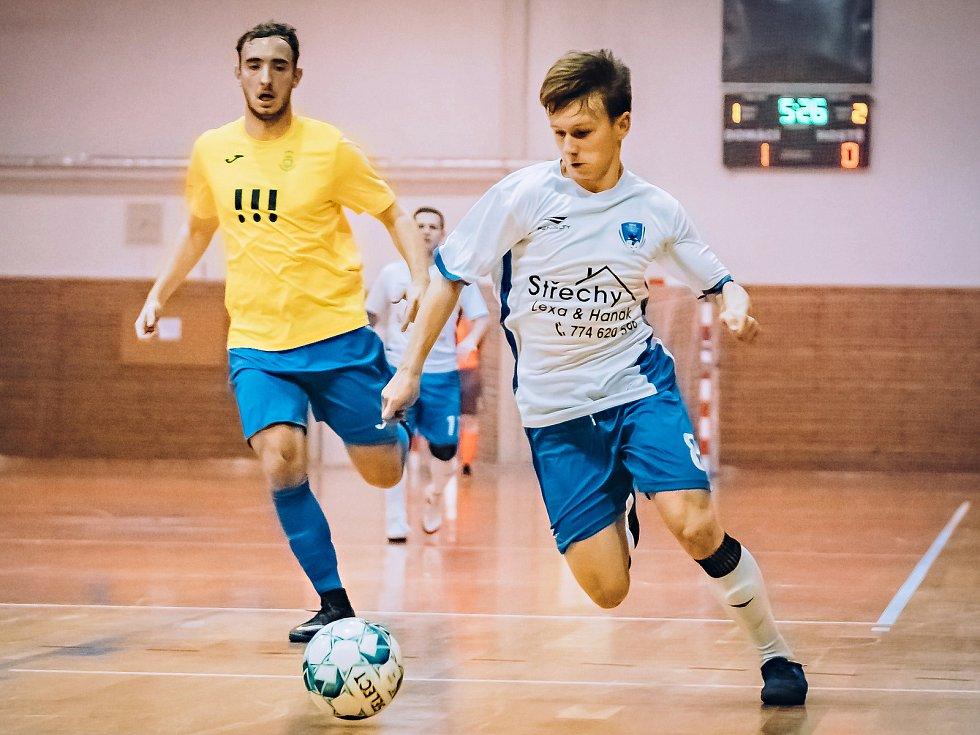 V osmém kole II. ligy futsalistů porazil Amor Kloboučky Vyškov (bílé dresy) tým VŠB-TU Ostrava 5:3.