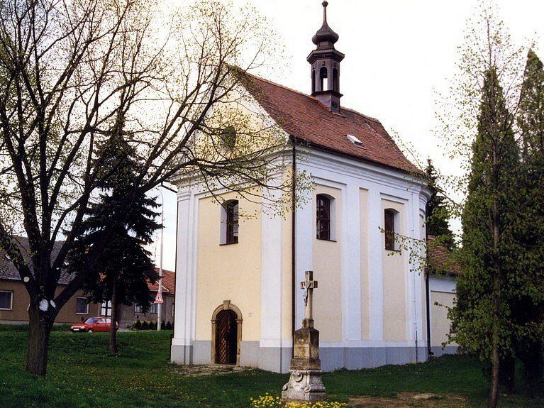 Kaplička sv. Floriana v Rousínově.