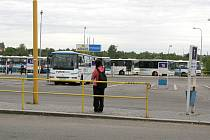Ostrůvky na autobusovém nádraží ve Vyškově jsou zatím bez střechy.
