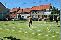 Moderní víceúčelové sportoviště v Dětkovicích vyšlo na víc než jeden milion korun.