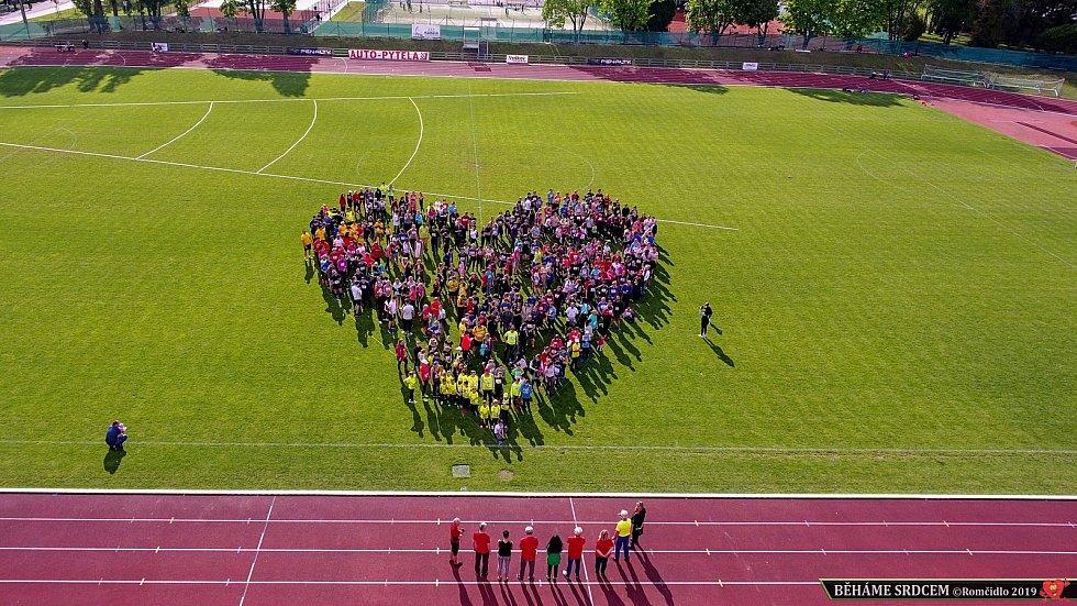 Atletický stadion ve Smetanových sadech patřil dobrým úmyslům.