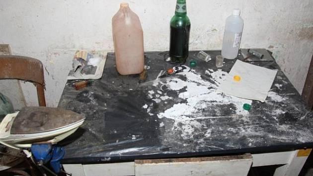 Osmatřicetiletý muž vyráběl pervitin z léků. Vše se odehrávalo v jednom z domů v okrese Vyškov.