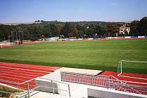 Opravený stadion ve Slavkově u Brna čeká ještě oprava střechy.