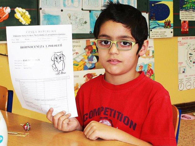 Prvňáčci z vyškovské Základní školy Na Vyhlídce dostali při čtvrté vyučovací hodině své první vysvědčení.