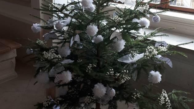 Na zámku ve Slavkově u Brna vyhlásili vítěze o nejlépe nazdobený vánoční strom.