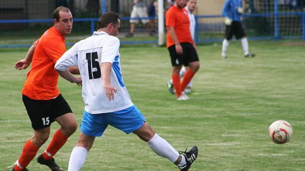 Dohrávka druhého předkola krajského poháru FAČR Křenovice – Bučovice skončila po devadesáti minutách 1:1. Na pokutové kopy postoupily Bučovice poměrem 6:5.