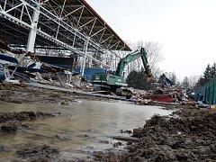 Ještě před několika málo týdny mohli Vyškované obdivovat starou konstrukci stadionu, do měsíce má stát nová.