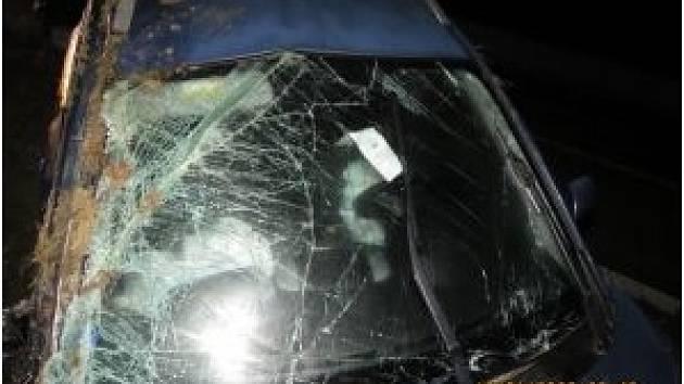 Policisté hledají svědky vážné nehody na D1. Řidička se třemi dětmi v autě se lekla auta, které na dálnici začalo couvat, a havarovala.